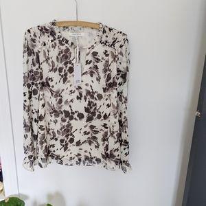 🌼NWT ROSE + OLIVE longsleeve blouse 🌼